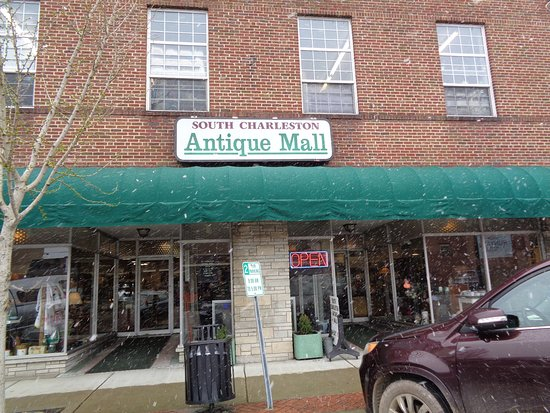 South Charleston, Virginia Occidental: Three floors of quality antiques!