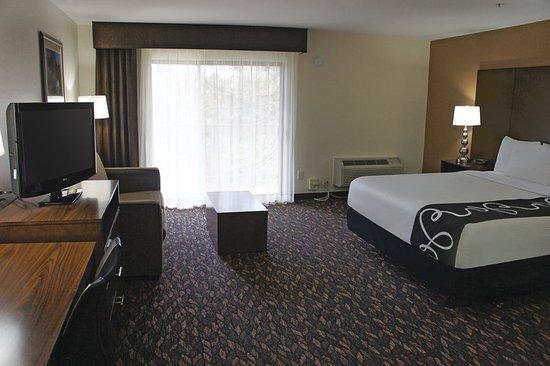 La Quinta Inn & Suites Oakland - Hayward: Guest room