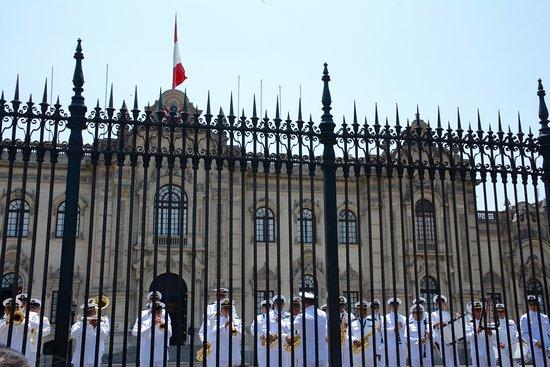 Presidential Palace (Palacio de Gobierno): Navy Band played on a Sunday