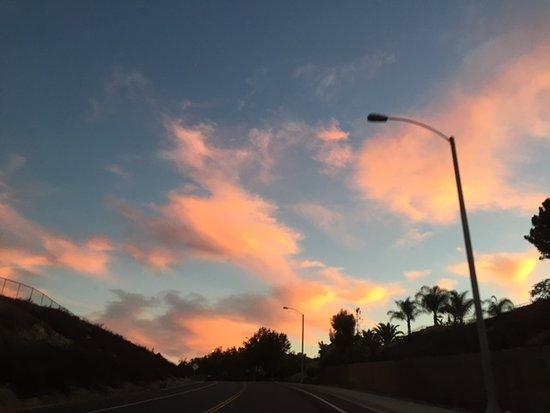 Riverside, Kalifornien: Sunset looking towards outside of park
