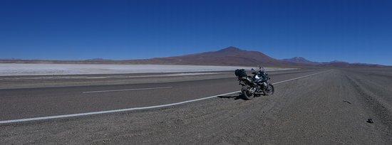 Susques, Argentina: O salar de Jama, ao fundo o cerro Jama. viste meu blog: meus caminhos pelos andes