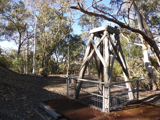 Hill End, Ausztrália: Fenced off mine shaft