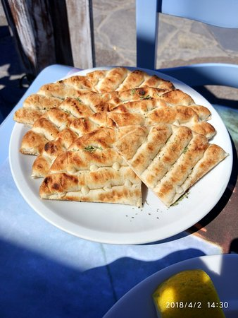 Mourayio: Freshly cooked pitta bread