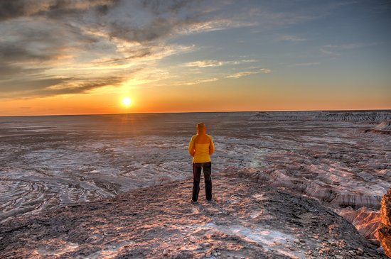 Balkanabat, Turkmenistan: wife and sunset over canyon