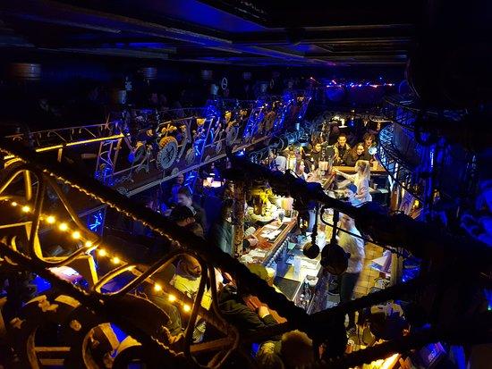 Cross Club: primo bar