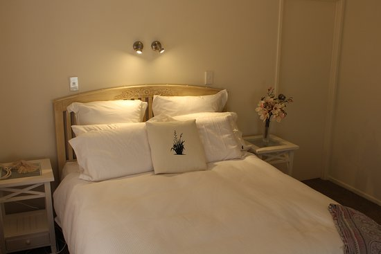 Warkworth, New Zealand: One of our two guest  bedrooms