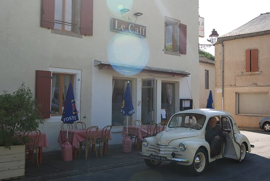 Easy parking at Le Caff, Pampelonne