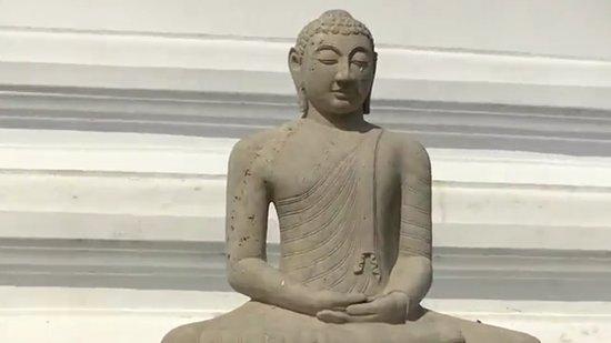 Mirisaveti Stupa: Mirisavetiya / Lord Buddha Statue