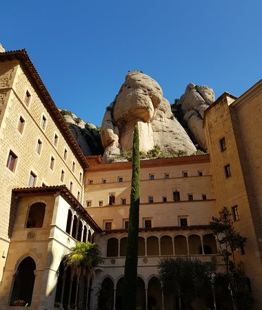 Montserrat Tour from Barcelona Including Lunch and Gourmet Wine Tasting – fénykép