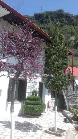 Agrafa, اليونان: TA_IMG_20180413_131952_large.jpg