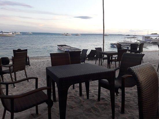 Oscar's Bar and Restaurant Malapascua: 20180410_175652_large.jpg