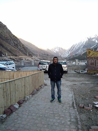 Magnificent place, with the best views in Chitkul, awesome staff and a lovely host couple!!! Amazing , Awesome views!!!