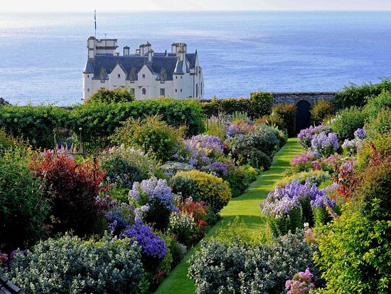 Dunbeath, UK: Central herbaceous borders.