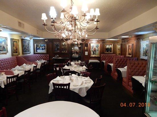 Forlini's Restaurant: Main dining area