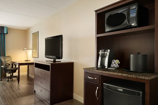 Hilton Garden Inn Toronto/Vaughan: Mine Fridge, Microwave, Keurig Coffee Machine