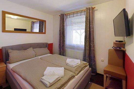 Pritzwalk, Alemania: Ferienwohnung für 2 - 6 Personen 2 Schlafzimmer 2 Bäder und ein Wohnzimmer.2 Flachbildfernseher