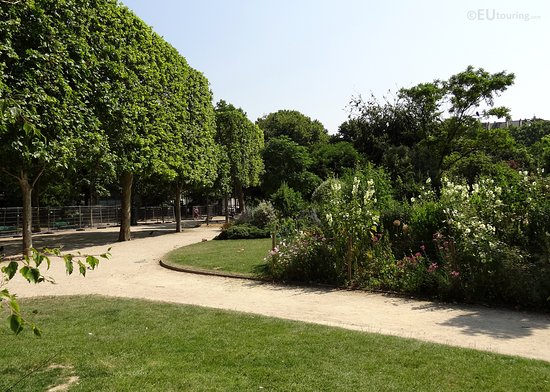 Parc du Champ de Mars: One of many paths which lead through the Champ de Mars gardens, with shaded areas and benches