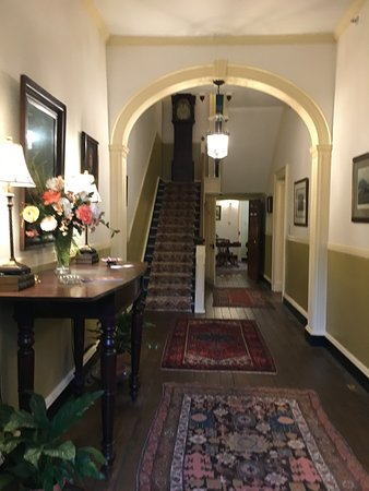 Rachael's Dowry Bed and Breakfast: Front Hall