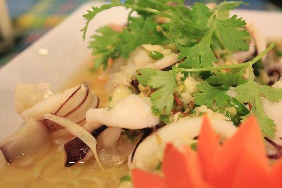 Meekaruna Seafood Restaurant: เมนู: ยำหมึกไข่