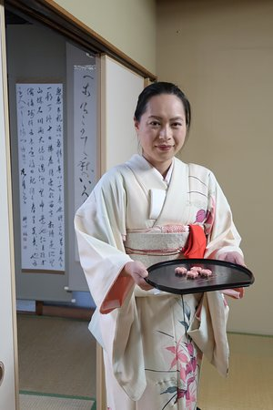 Green Rose Calligraphy: Wakaba-san coming with tea sweets