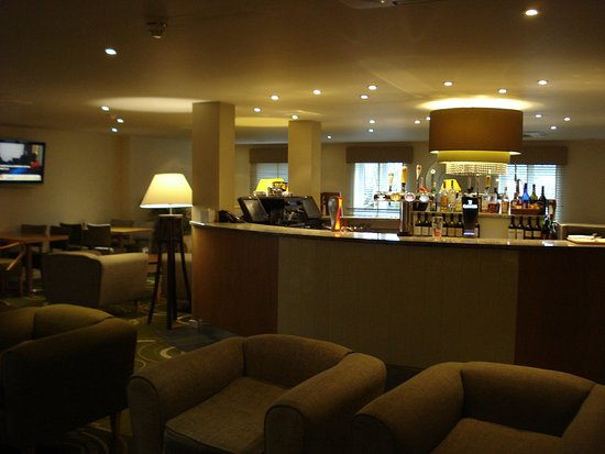 Best Western Reading Calcot Hotel: Bar Area.