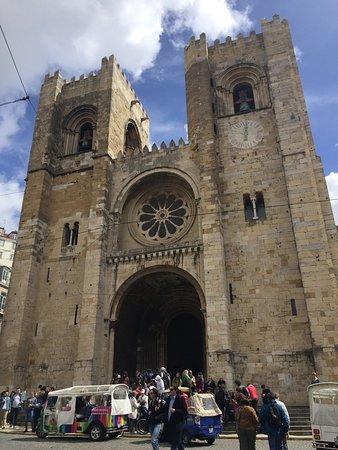 Sé de Lisboa ( Igreja de Santa Maria Maior ): The Se de Lisboa - outside...