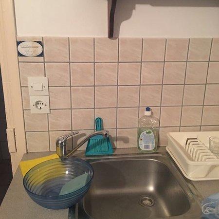 Lakki Village: Gemäss Hotelmanagement renoviertes Zimmer im August 2017.......