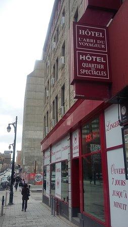 Hotel l'Abri du Voyageur : l'entrée de l'hôtel