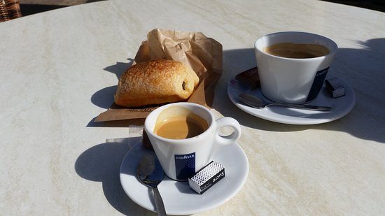 Rennes-les-Bains, Prancis: Coffee and Pain du Chocolate