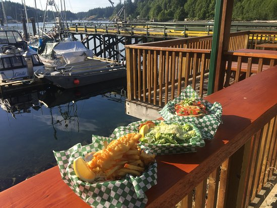 Quathiaski Cove, Canada: Fish and Chips Fish Tacos with a view....