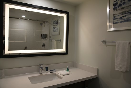 Four Points by Sheraton Toronto Airport: Newly Renovated King Bedded Room