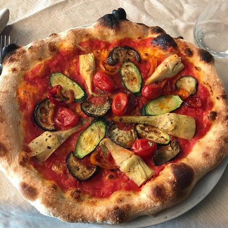 pizza in torno al logo