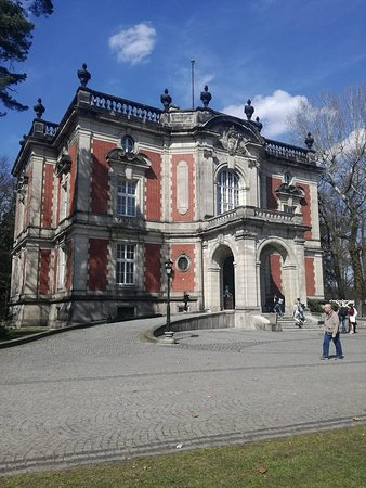 A building in Swierklaniec park
