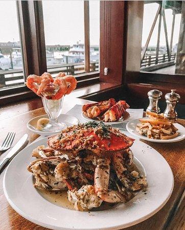 Pier Market Seafood Restaurant: Dungeness Crab