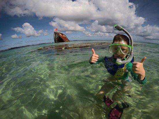 Pangaimotu Island Resort: Easy swimming and snorkelling for kids