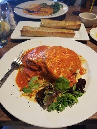 Sardella's Italian Restaurant: Eggplant Parmesan 🍝