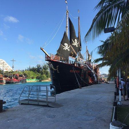 Barco Pirata Jolly Roger Cancún: photo0.jpg