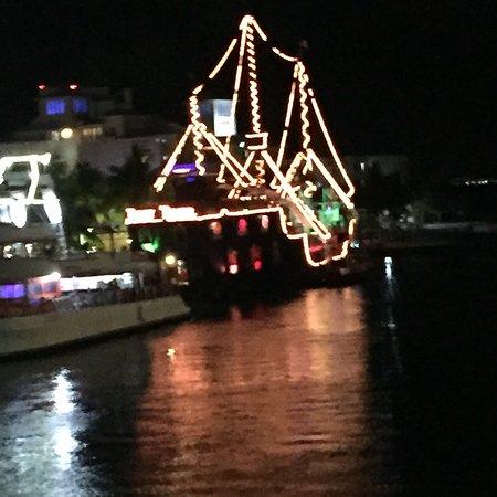 Barco Pirata Jolly Roger Cancún: photo2.jpg