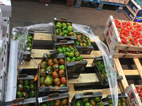 Rungis Market: Tomatoes of all kinds