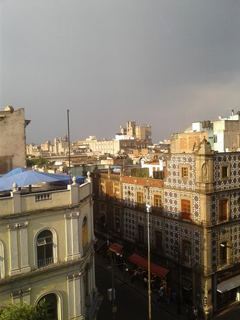 Hotel Gillow : We watched thunderstorm in afternoon from our room.