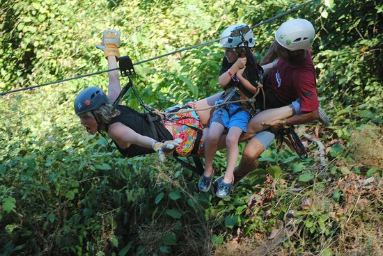 Mal País, Costa Rica: Flying mom and son