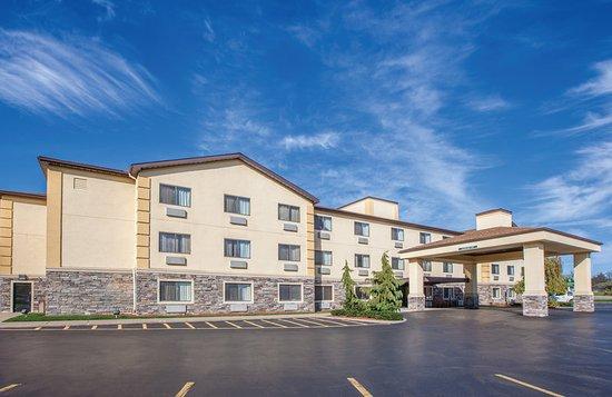 La Quinta Inn & Suites Erie: Exterior