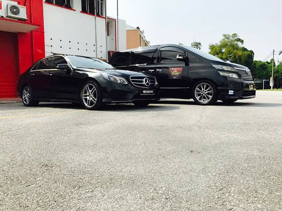 Dengkil, Malaysia: luxury car and mpv for rent