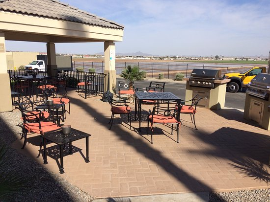 Candlewood Suites Yuma: Outdoor patio - so nice.