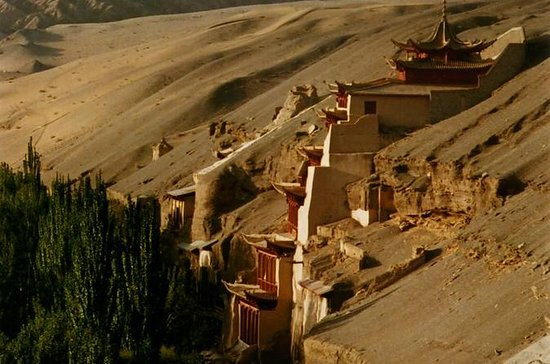 Buddhism art one day tour in Dunhuang