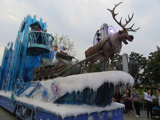 Frozen Parade Float Picture Of Shanghai Disneyland Shanghai