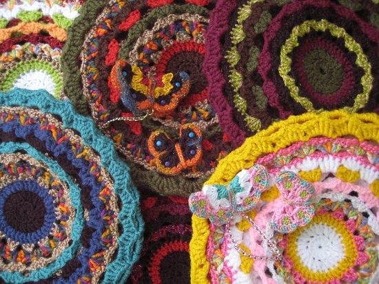 Wageningen, هولندا: Prachtige baretten in meerkleurig ontwerpen uniek en gemaakt in ons atelier aan huis.