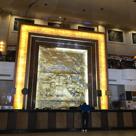 Xin Ding Hotel: exterior and hotel lobby