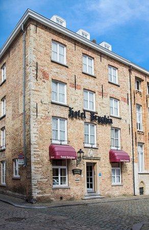 بريجيا هوتل: Hotel Front