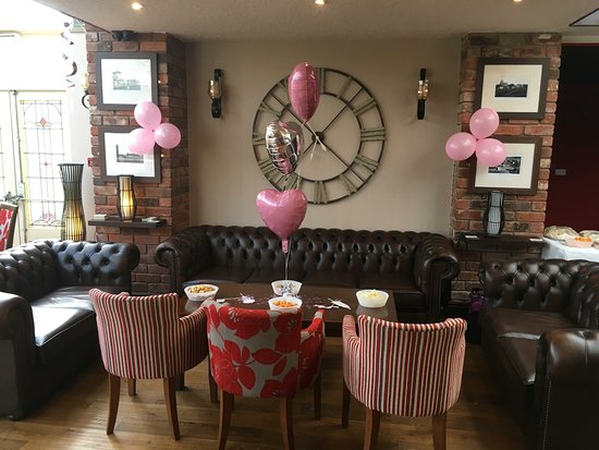 Morton Arms: Our lounge area.
